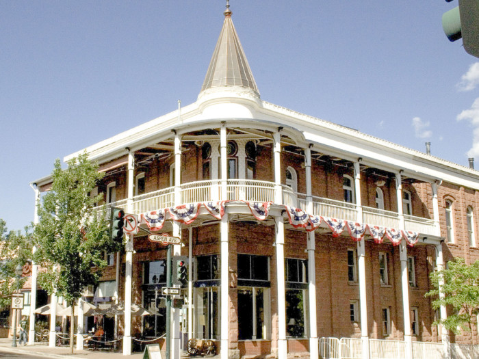 Hotel Weatherford in Flagstaff, Arizona - Image by feverblue