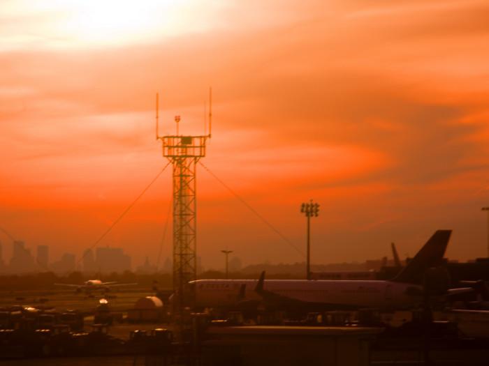 Sunrise on New York JFK - Image by Pixagraphic via Flickr